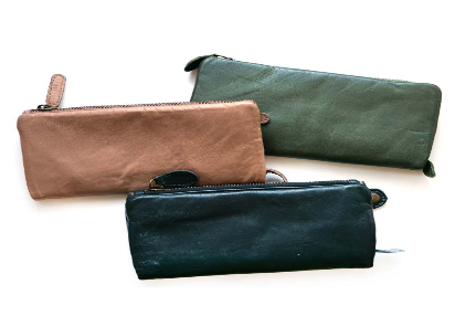 https://www.sourcingwise.com/wp-content/uploads/2021/01/Leather-Purses.png